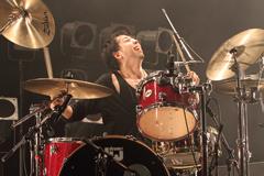 鈴木貴雄(Dr)UNISON SQUARE GARDEN(2012年4月21日の東京・Zepp Tokyoワンマンライブより。Photo by 森久<Hisashi Mori>)