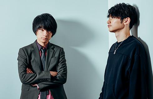 左から斎藤宏介(UNISON SQUARE GARDEN)、SKY-HI。
