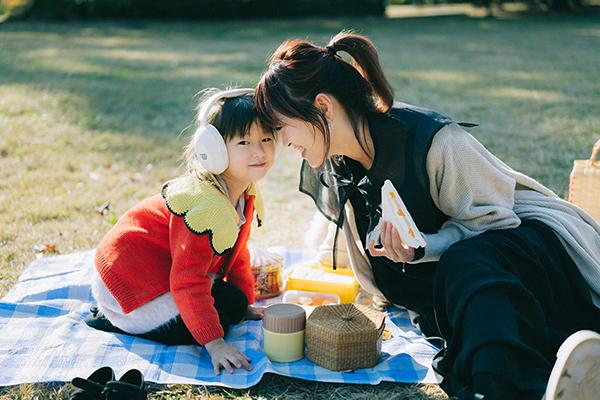坂本美雨×Wican「子ども向けエンタメ観賞用イヤーマフ Earmuffs for Entertainment」インタビュー