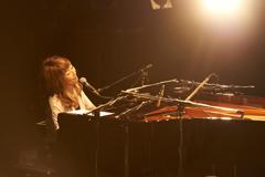 """2月17日に東京・WWWで行われたワンマンライブ「矢野顕子 Premium Live """"飛ばしていくよ""""」の様子。"""