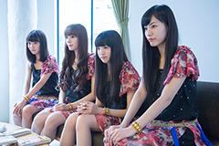 左から荻野可鈴、山田朱莉、志田友美、小林玲。