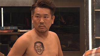シーズン4より、FUJIWARA藤本。