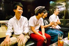 左から上田マネージャー、小川康弘、川尻恵太、菊池謙太郎。