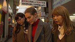 「吉祥寺だけが住みたい街ですか?」第7話より、十条の商店街を紹介する富子と都子。© 「吉祥寺だけが住みたい街ですか?」製作委員会