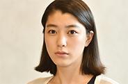 神田久未(成海璃子) / テレビ局の受付嬢