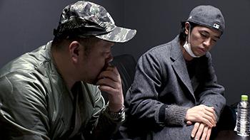 「MASKMEN」より、野性爆弾くっきー(左)と斎藤工(右)。
