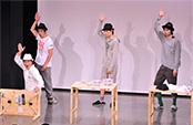 オーケイ小島(手前左)は自身の別名を冠したコント「収納王子コジマジック」を披露した。