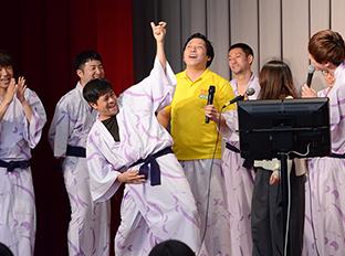 「アキナ牛シュタインと行く!奥会津ふれあいツアー」の様子。