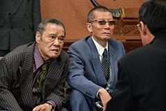 映画「アウトレイジ 最終章」より、左から西田敏行演じる西野、塩見三省演じる中田。