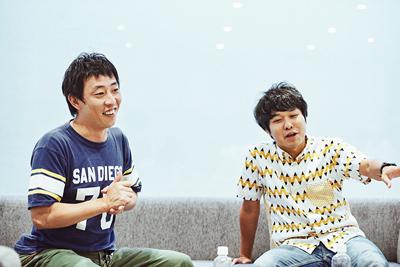 森田哲矢(左)と東ブクロ(右)。
