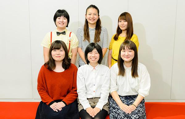 前列左から河田祥子、吉田治加、吉住。後列左からいかちゃん、ターリーターキー。