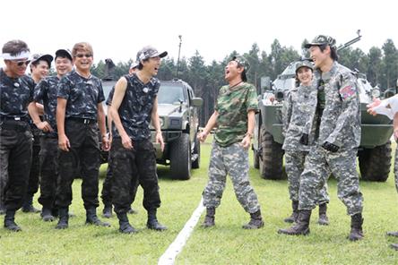 矢部軍(左)と浜田軍(右)。