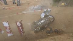バッドボーイズ佐田の運転する車が転倒したシーン。