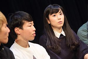 河邑ミク(右)