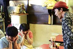 コント「永世認定処女」に出演するオードリー若林、岸井ゆきの、オクイシュージ。©「SICKS」製作委員会