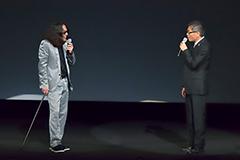 DVD「みうらじゅん&いとうせいこう ザ・スライドショー 12+11」の一場面。