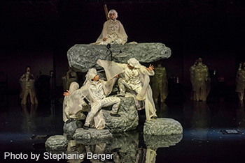 SPAC「アンティゴネ」ニューヨーク公演の様子。(Photo by Stephanie Berger)