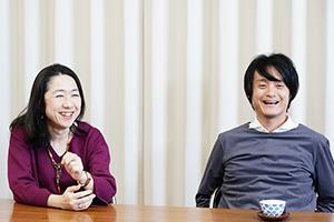 左から松本祐子、亀田佳明。