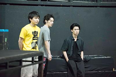 左から宮崎秋人、安西慎太郎、松田凌。