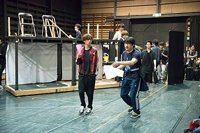 「男水!」稽古より、吉谷光太郎から演出を受ける赤澤燈。