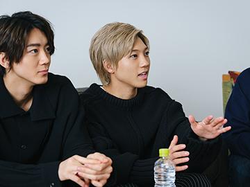 左から長妻怜央、安井謙太郎。