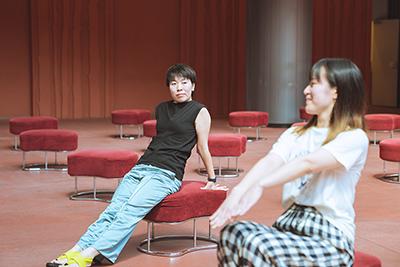 左から白神ももこ、西井夕紀子。