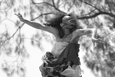「『サタンジャワ』サイレント映画+立体音響コンサート」より。(Photo:Erik Wirasakti)