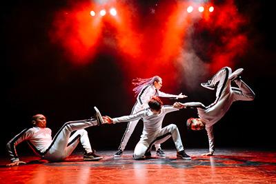 「DANCE DANCE ASIA─Crossing the Movements 東京公演2019」より。(©︎Yosuke Kamiyama)
