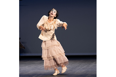 コンテンポラリーダンス―川口隆夫 「大野一雄について」  ©KOS-CREA / 写真提供:国際交流基金
