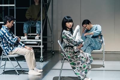 現代演劇シリーズ―藤田貴大演出「書を捨てよ町へ出よう」  ©KOS-CREA / 写真提供:国際交流基金