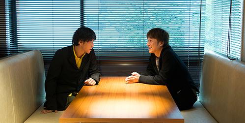 左からムーチョ村松、上田大樹。