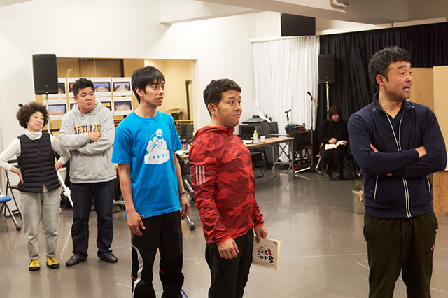 左から酒匂美代子、ゴリけん、福場俊策、斉藤優(パラシュート部隊)、瀬口寛之。