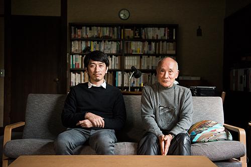 左から岩井秀人、谷川俊太郎。