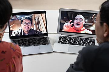 豊岡からオンラインで座談会に参加する河村竜也(左)、島田曜蔵。