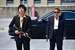 映画「アウトレイジ 最終章」より、左から大森南朋演じる市川、ビートたけし演じる大友。