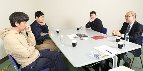 左から岩井秀人、ノゾエ征爾、菅原直樹、渡辺弘氏。