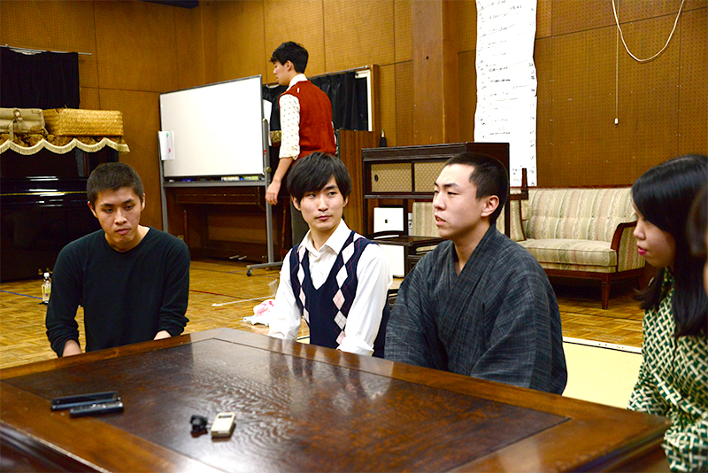 左から安達絹二郎、葛山陽平、小松亮太、江澤蛍。