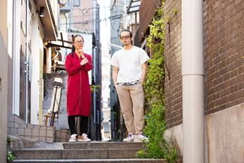 左から湯浅永麻、平原慎太郎。