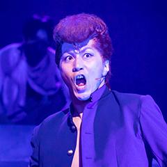郷本直也扮する桑原和真。©︎舞台「幽☆遊☆白書」製作委員会 ©︎Yoshihiro Togashi 1990年-1994年